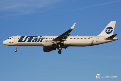 Airbus A321-211 (VQ-BTU) - UTair Aviation - TLS/LFBO - 25.09.2015